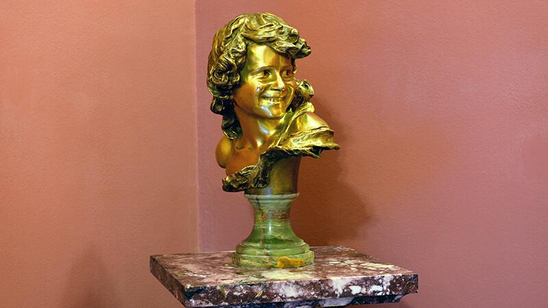 Скульптура «Смеющийся ребенок»